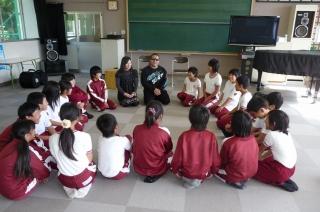 学校の教室でトークセッション